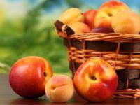 Нектарины и абрикосы