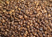 Черный кофе в зернах фото