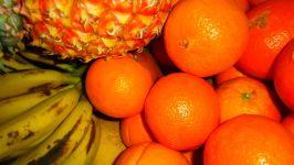 Апельсины, бананы и ананас